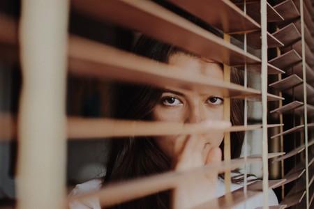 ansiedad-chica-ventana