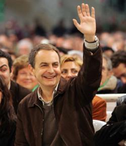 Zapatero promete devolver 400 euros a cada contribuyente