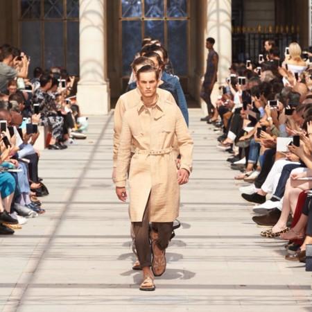 Con transparencias, tonos camel y zig-zags, Louis Vuitton presenta su colección de primavera en París