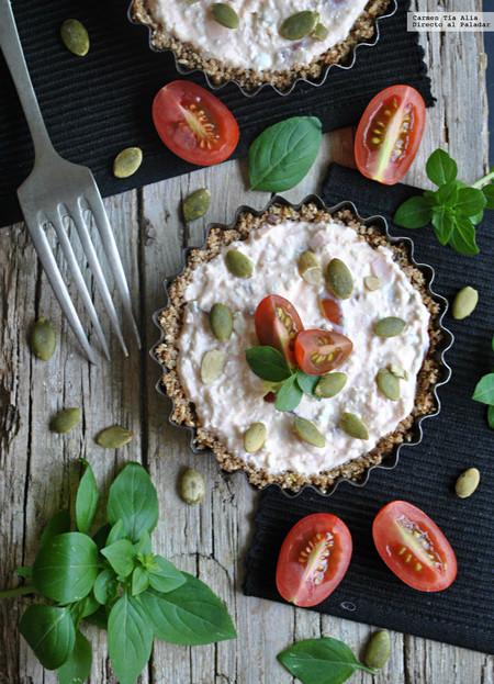 Tartaletas rústicas de queso de cabra, cherry y jamón: receta rápida y sin horno