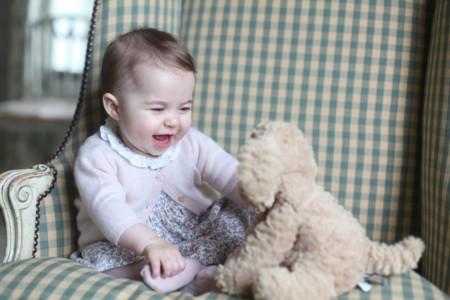 La pequeña princesa Charlotte se viste con moda española