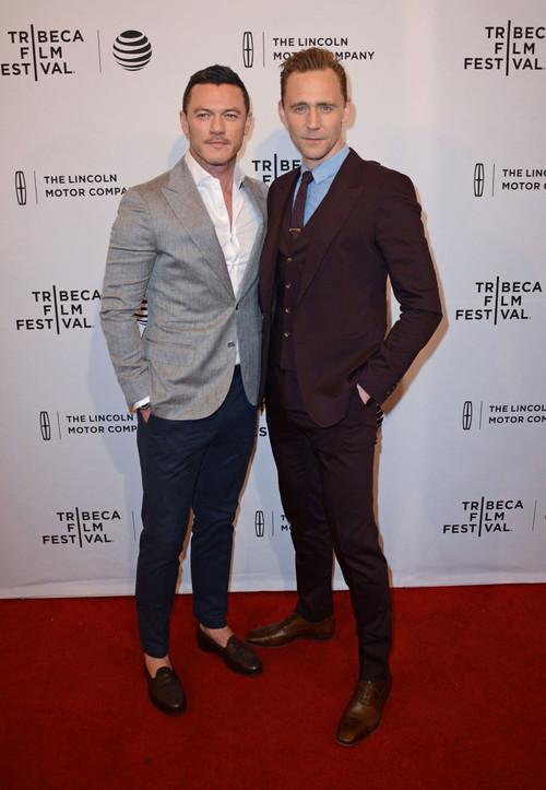Luke Evans y Tom Hiddleston, duelo de estilo en el Festival de Tribeca