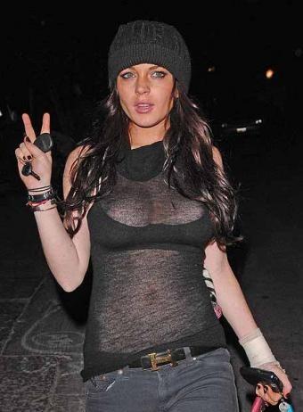 Lindsay Lohan se lía a huevazos con los paparazzi