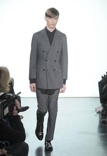 Yves Saint Laurent, Otoño-Invierno 2010/2011 en la Semana de la Moda de París. Gris