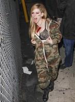 Avril Lavigne se empeña en ir hecha un adefesio: ¿pero a ti quién te ha engañado?