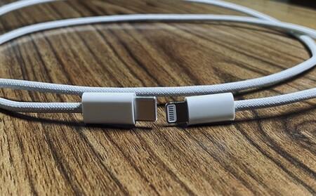 Vuelve el cable Lightning trenzado: un 'leaker' filtra fotos del cable que vendrá en el iPhone 12