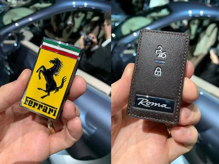 No, no le han robado el emblema al Ferrari Roma...¡Es su llave!