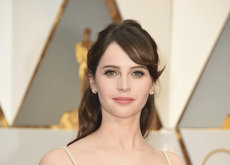 Felicity Jones vuelve a confiar en Christian Dior para los Oscar 2017 y no deja buen sabor de boca