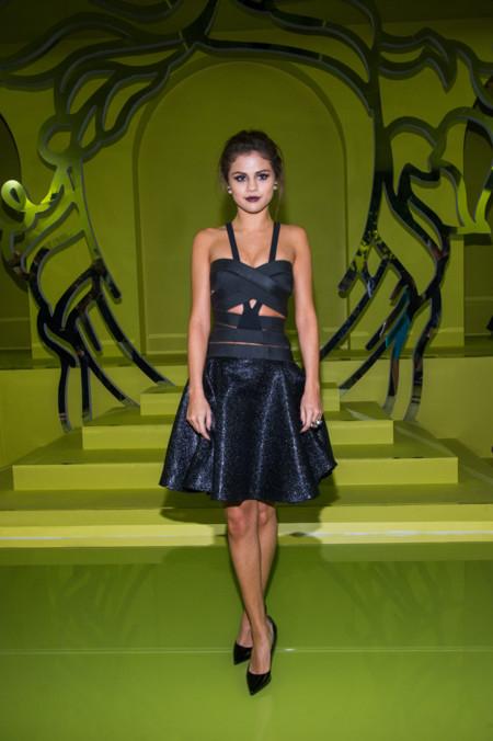 Versace Selena Gomez gótico