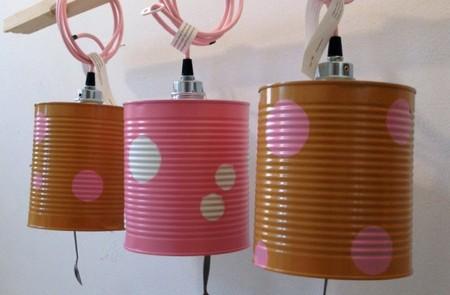 Recicladecoración: lámparas de colores hechas con latas y cucharas