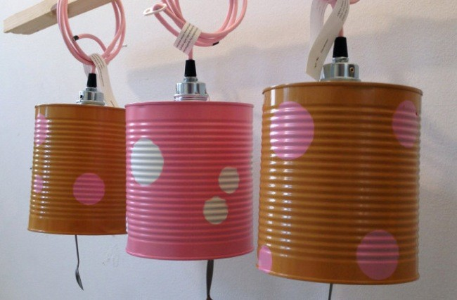 Recicladecoraci n l mparas de colores hechas con latas y - Decoracion con reciclaje para el hogar ...