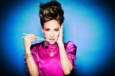 Jennifer López, guapérrima y hasta arriba de joyas como a ella le gusta