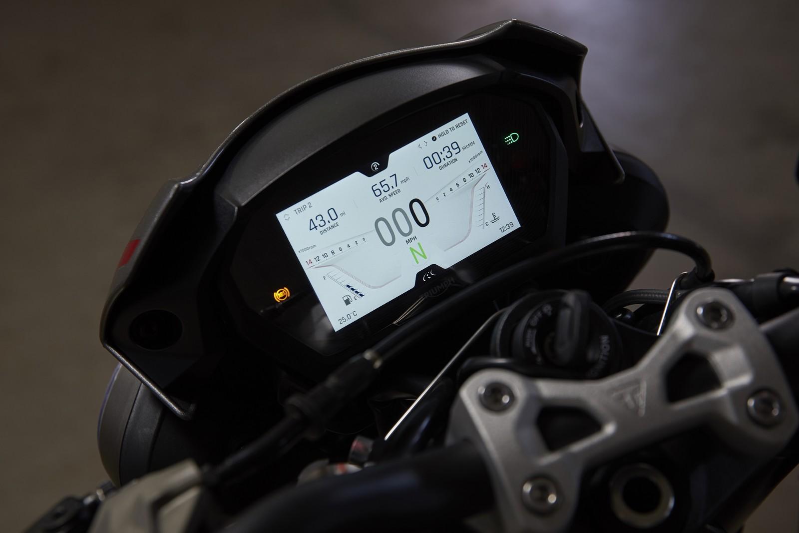 Foto de Triumph Street Triple RS 2020, prueba (18/44)