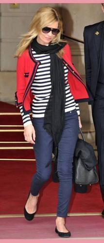 Kate Moss se apunta al estilo navy