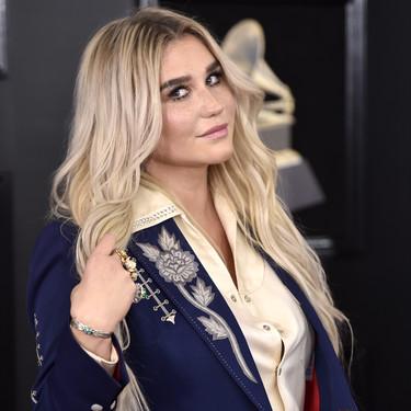 Kesha también apuesta por el maquillaje y lanzará su propia colección cargada de colores