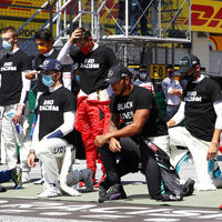 """Carlos Sainz ya no se arrodilla ante Lewis Hamilton: """"Soy igual de antirracista que los otros 19 pilotos"""""""