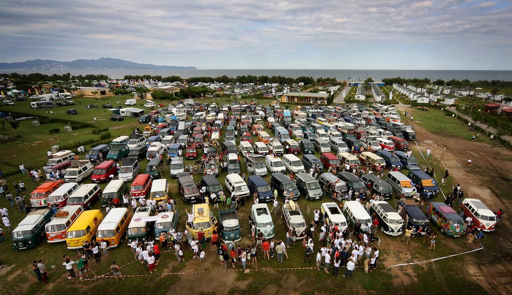 Foto de Concentración de furgonetas Volkswagen en Girona, más de 400 asistentes (1/22)