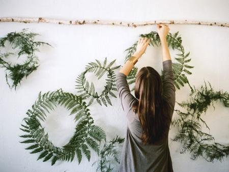 cuelga tus flores y plantas en la pared