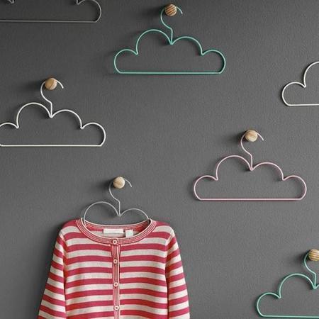 Graciosas perchas con forma de nube ideales para un dormitorio infantil