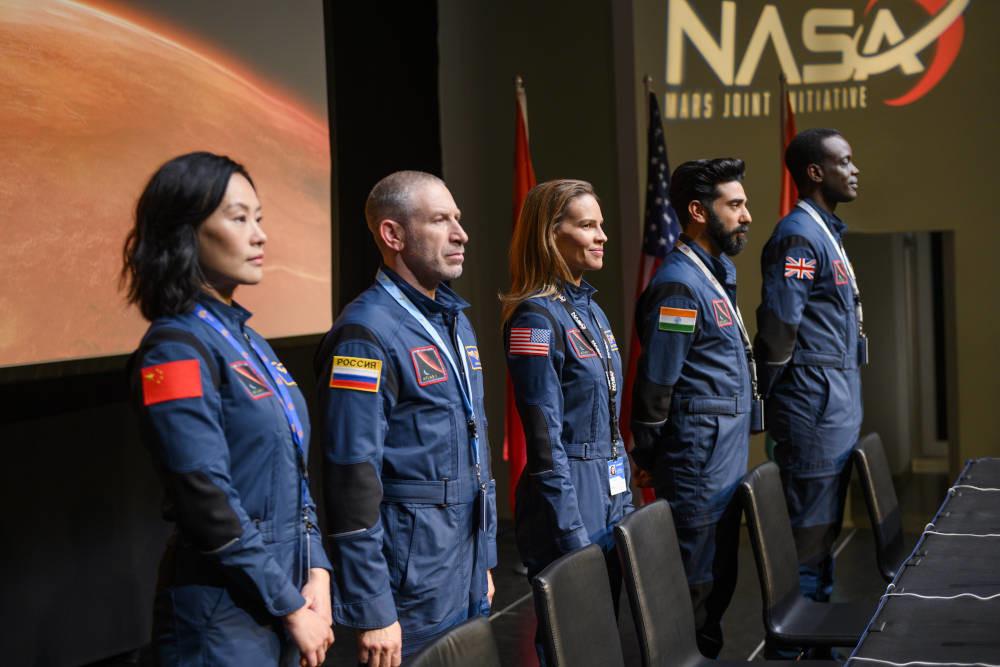Tráiler y fecha de estreno de 'Away': Netflix lleva a Hilary Swank de misión a Marte en su nueva serie
