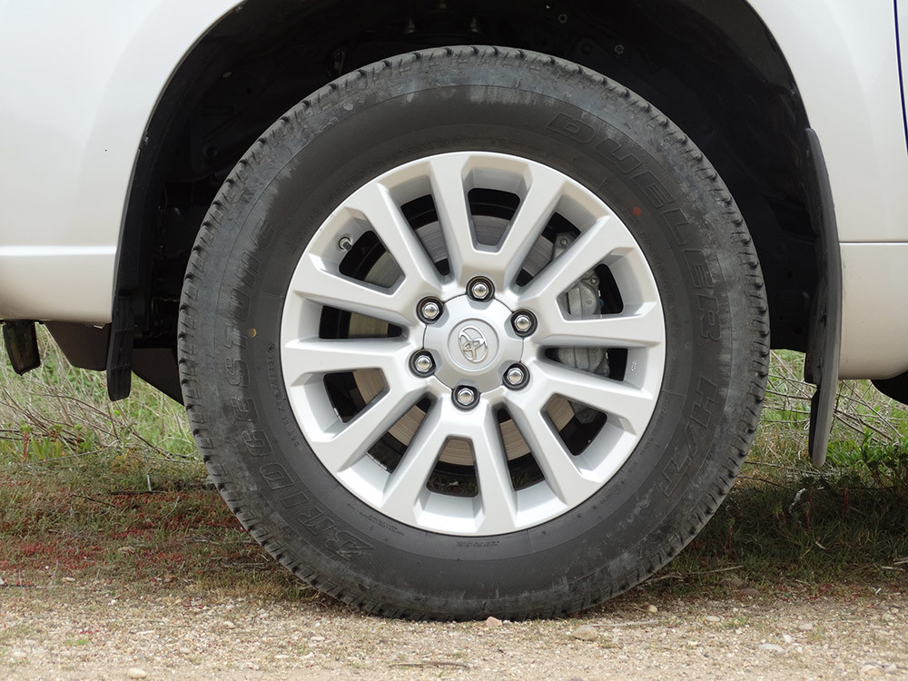 Foto de Probamos el Toyota Land Cruiser 180D, todas las imágenes del motor, maletero y otros detalles (12/32)