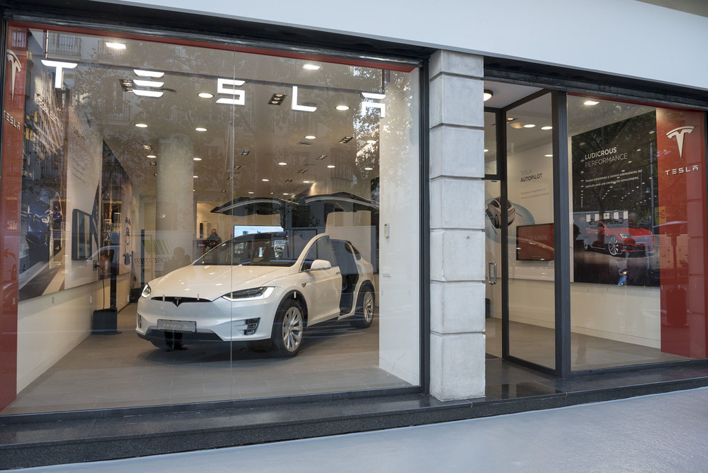 Tesla Madrid Exterior