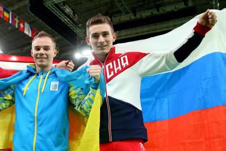 David Belyavskiy, de Rusia (a la derecha)
