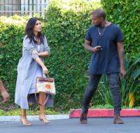 "Kim Kardashian saca a pasear su ""Hermès by North West"""