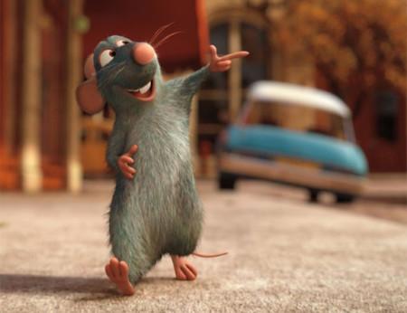 De compras frikis buscando ratones extravagantes