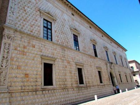 Fachada Palacio Diamantes Ferrara