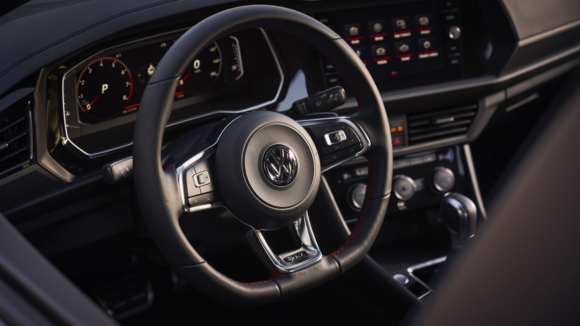 Foto de Volkswagen Jetta GLI 2020 (26/27)