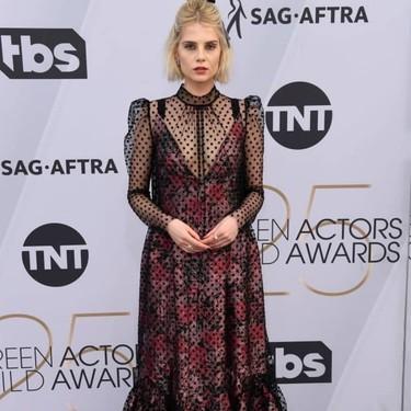 Lucy Boynton arriesga (¡y gana!) en los SAG Awards 2019