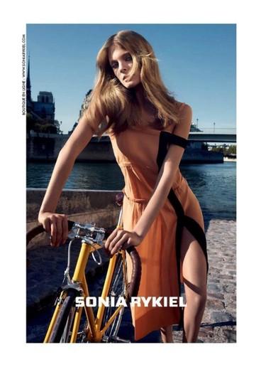 Constance sobre ruedas. Paren el tráfico y contemplen la campaña Primavera-Verano 2012 de Sonia Rykiel