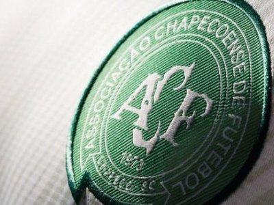 FIFA 17 homenajea a los jugadores del Chapecoense regalando sus equipaciones y su escudo
