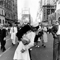 Así fue como un físico resolvió el misterio de la mítica fotografía del beso en Times Square