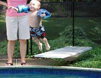 ¡A la piscina con los niños! No les quites ojo