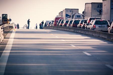 Bloquear ciudades enteras mediante ataques masivos a coches conectados: un probable (e inquietante) futuro