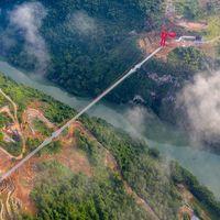 Con 526 metros de longitud, China tiene un nuevo récord del puente de cristal más largo del mundo