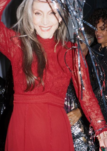Sobre la edad y cómo vestir en Navidad, & Other stories tiene la fórmula mágica