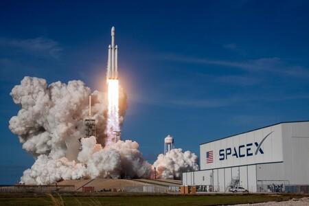 SpaceX de Elon Musk llevará la publicidad al espacio: lanzará un micro satélite que mostrará anuncios pagados con criptomonedas