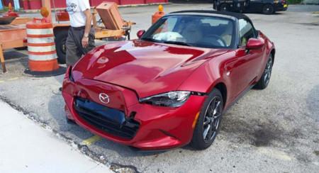 Como cuando te chocan tu coche a minutos de estrenarlo, y Mazda se lo cambia por uno nuevo