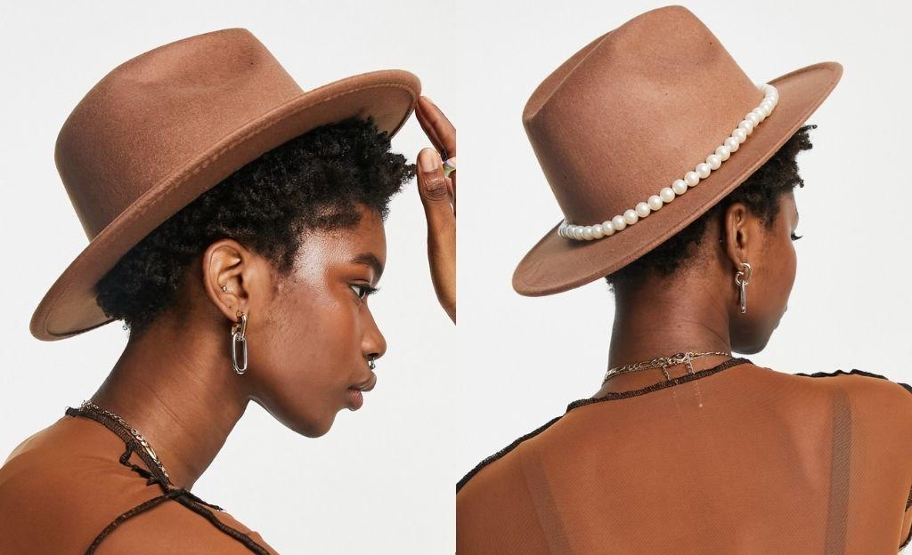 Sombrero fedora marrón con ribete de perlas de fieltro de SVNX