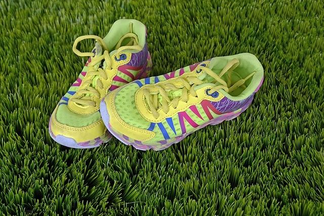 Zapatillas para correr sobre la hierba.
