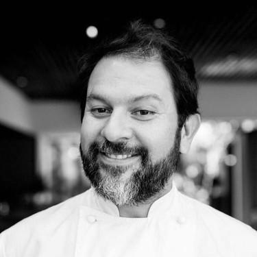 El chef mexicano Enrique Olvera sigue ayudando a los afectados del sismo del 19 de septiembre