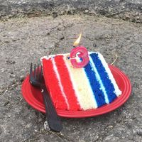 Este hombre le ha montado una fiesta de cumpleaños a un bache de Kansas City, y ha conseguido que lo arreglen