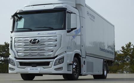Hyundai Xcient Fuel Cell 02 1610