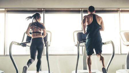 Cómo organizar tus rutinas de entrenamiento para sacarles el máximo partido: ¿el cardio antes o después de las pesas?