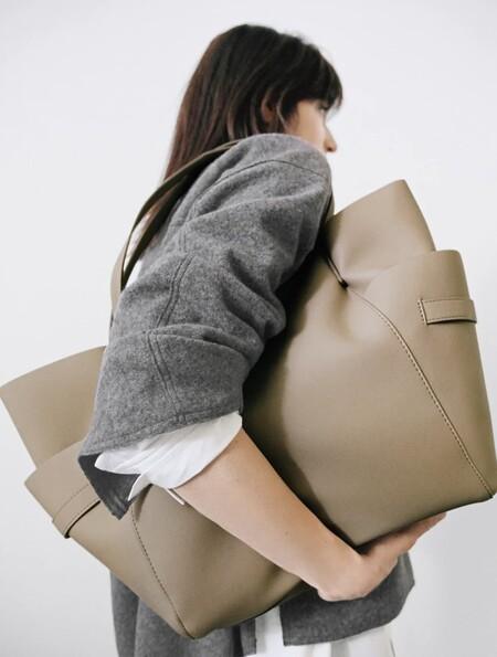 Siete bolsos de Zara que son tendencia hoy y lo seguirán siendo en cinco años