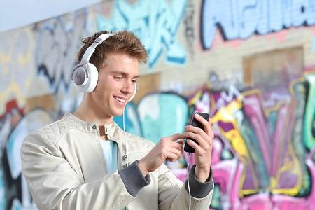 Auriculares Motorola Pulse Max a su precio mínimo en Amazon: 17,90 euros