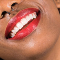 Bonitas y sostenibles: así son las nuevas barras de labios veganos y libres de envase de Lush